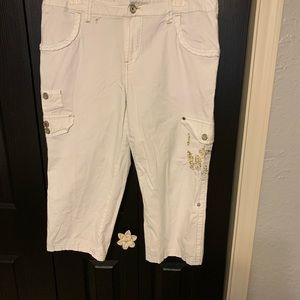 Avenue Stretch Crop Pants w/Gold Embroidery